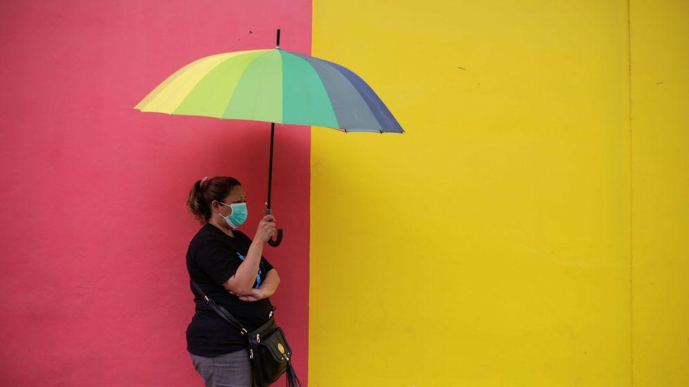 Foto: Una mujer con mascarilla en Honduras. Foto: Reuters