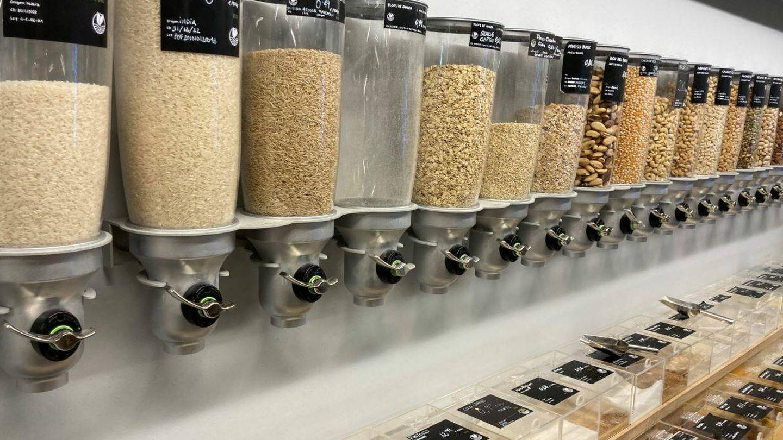 Lineal de cereales y frutos secos en el supermercado Yes Future (Jose Luis Gallego)