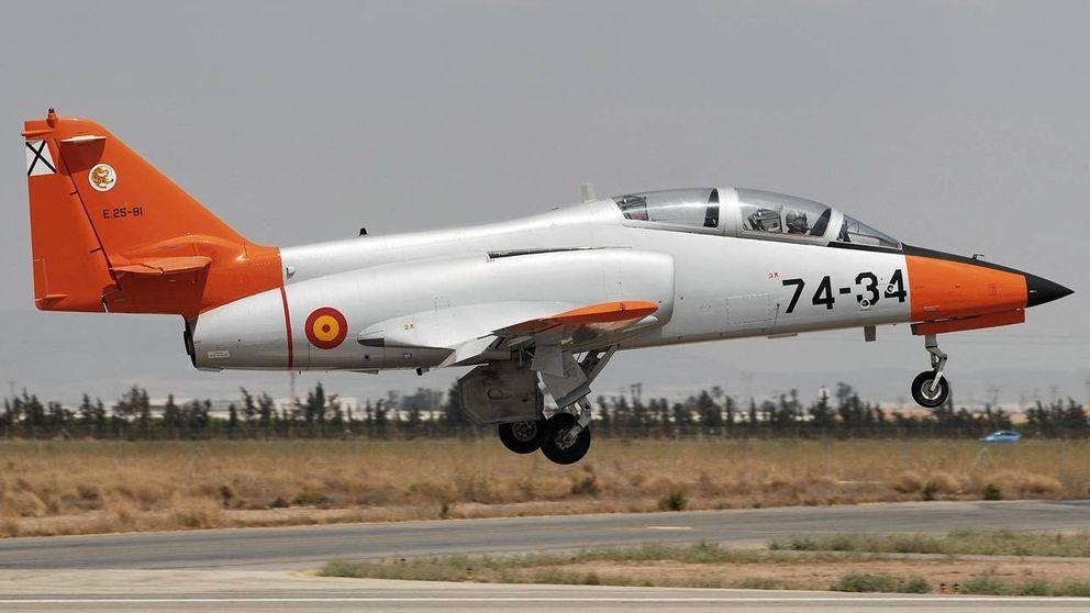 Un avión 'culopollo' del ejército siembra la confusión sobrevolando Madrid