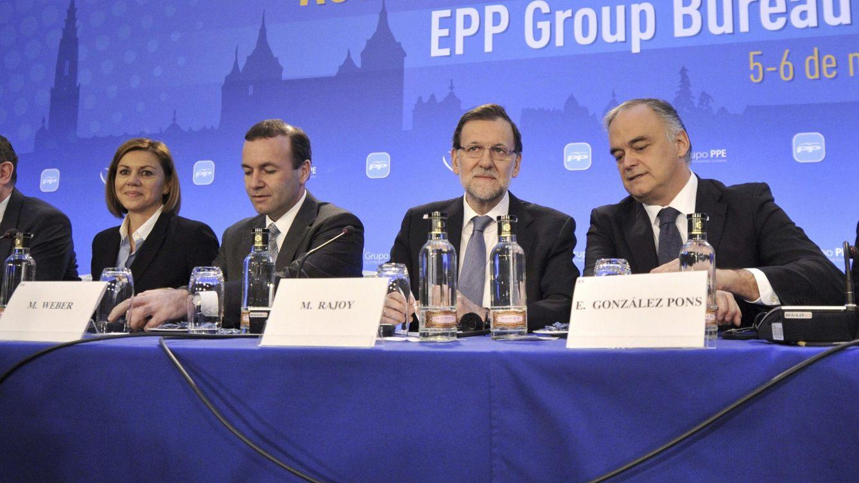 Foto: Rajoy, con González Pons y Manfred Weber, presidente del Grupo Popular Europeo, en 2015 en Toledo.(2015)