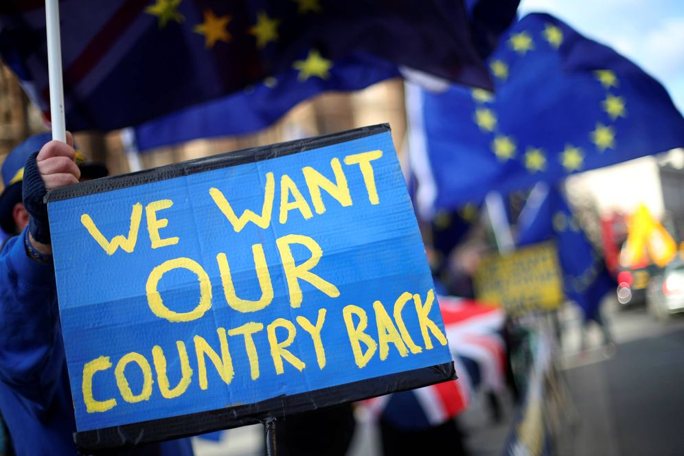 Foto: Manifestantes contrarios al Brexit protestan ante el Parlamento británico, en Londres. (Reuters)