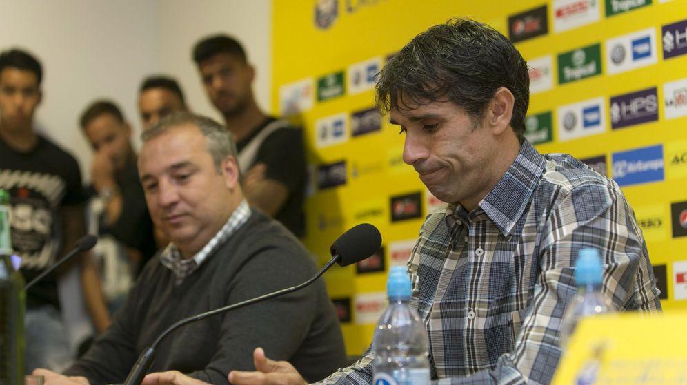 Foto: Miguel Ángel Ramírez, presidente de la UD Las Palmas y propietario de Seguridad Integral Canaria, junto al jugador Juan Carlos Valerón. (EFE)