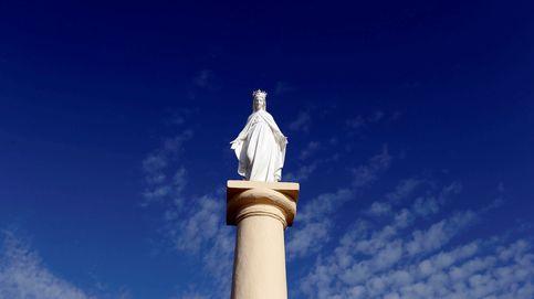 La virgen, rozando el cielo