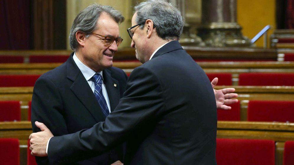 Foto: El presidente de la Generalitat, Quim Torra, saluda al expresidente Artur Mas. (EFE)