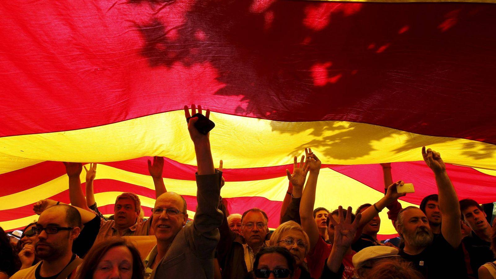 Foto: El independentismo tiene cada vez más carácter festivo. Alberto Estévez (Efe)