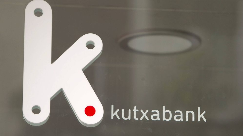 Foto: Logo de Kutxabank en una oficina de Vitoria. (EFE)