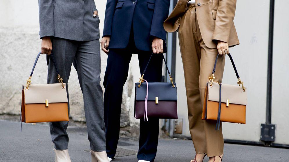 Foto: Descubre cómo llevan esta temporada los bolsos las insiders. (Imaxtree)