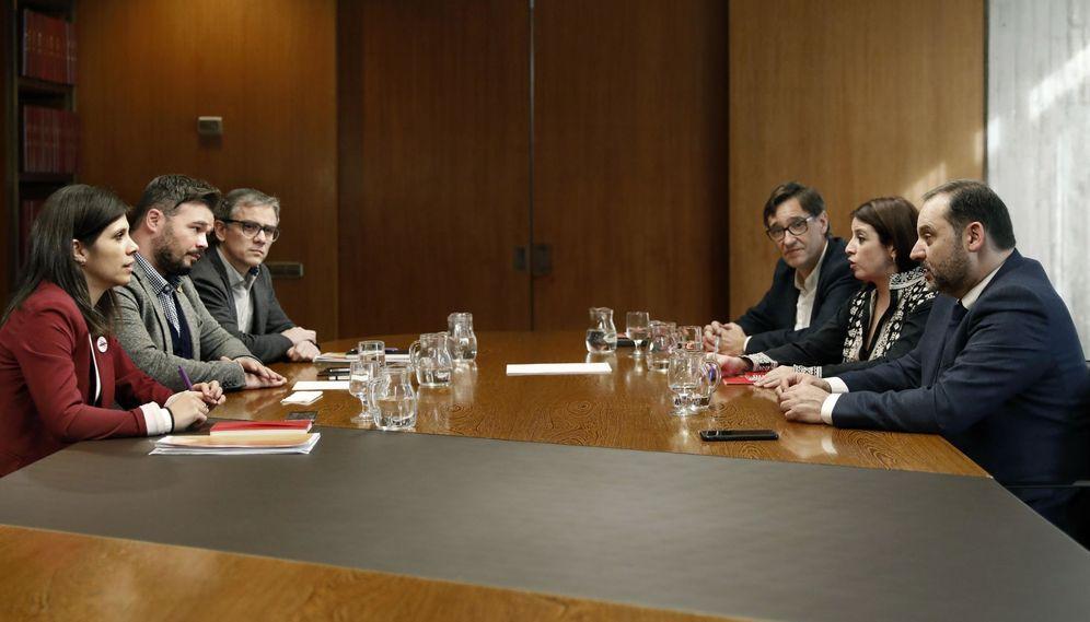 Foto: Reunión de los dos equipos negociadores de PSOE y ERC, el pasado 10 de diciembre en Barcelona. (EFE)