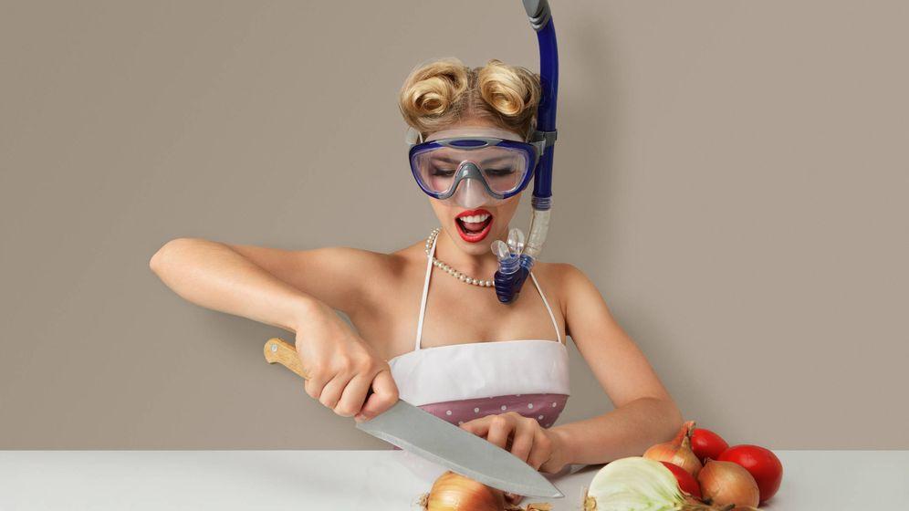 Foto: La cebolla suele provocar escozor de ojo a quien la está cortando. (iStock)