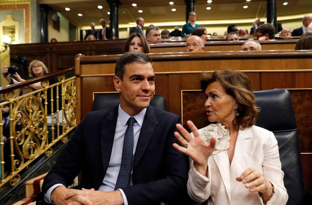 Foto: Pedro Sánchez y la vicepresidenta en funciones, Carmen Calvo, este 23 de julio en el Congreso. (EFE)