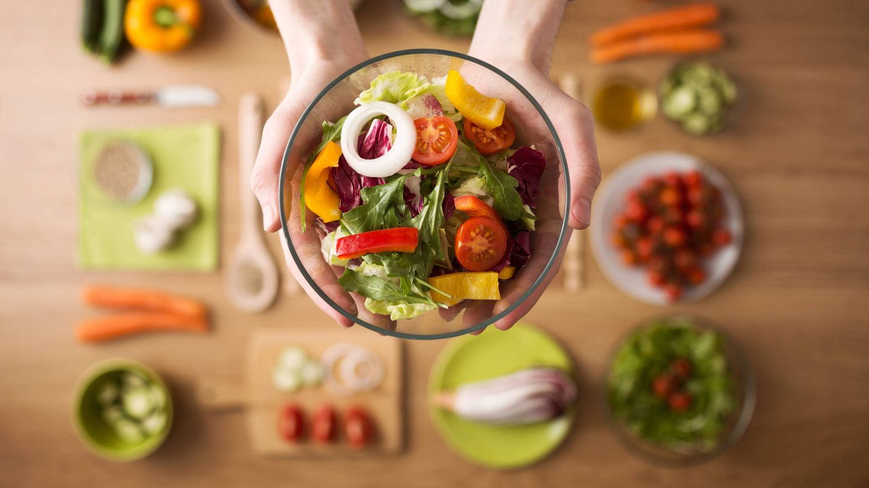 Cuidar nuestra alimentación es vital (iStock)