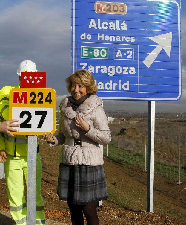 Foto: La expresidenta del PP de Madrid inaugura el tramo de una carretera. (EFE)