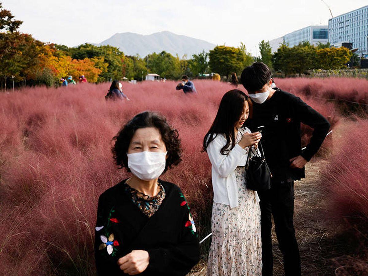 Foto: Gente en un parque de la ciudad de Hanam, en Corea del Sur. (Reuters/Kim Hong-Ji)