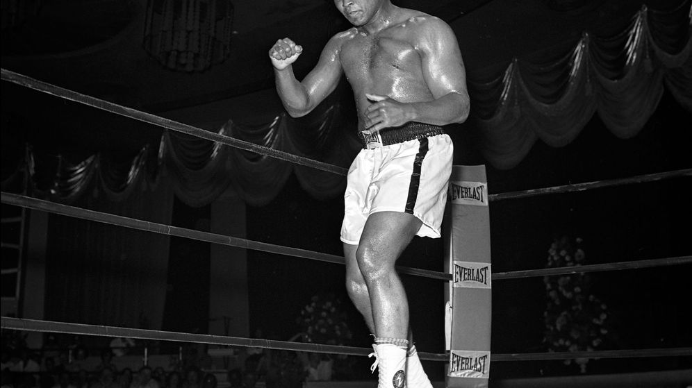 Foto: Ali, antes de un combate (Las Vegas News Bureau).