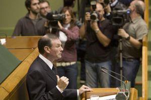 Ibarretxe oficializa su 'chantaje' al Estado con una consulta soberanista para el 25 de octubre