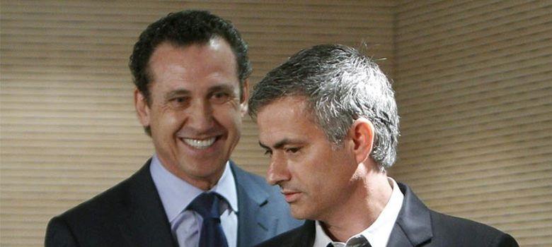 Foto: Jorge Valdano y Jose Mourinho, dos diferentes estilos de liderazgo deportivo. (Chema Moya/Efe)