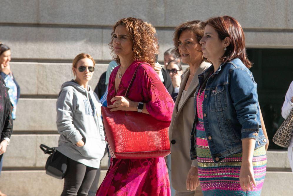 Foto: María Jesús Montero, Carmen Calvo y Adriana Lastra, este 10 de septiembre a su llegada a la reunión con Unidas Podemos en el Congreso. (Eva Ercolanese | PSOE)