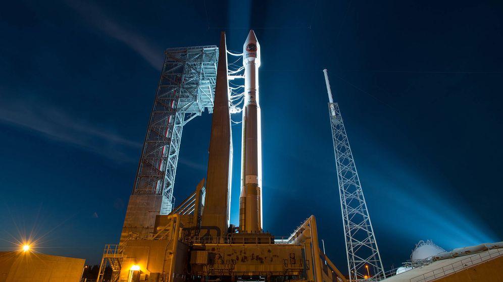 Foto: Un Atlas V como el que ha despegado hoy, en la rampa de lanzamiento. (NASA)