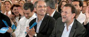 Camps exige en privado a Rajoy que le rehabilite tras su absolución por el 'caso de los trajes'