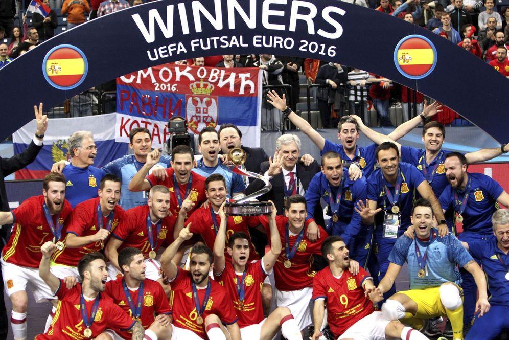 Foto: La selección española de fútbol sala, con el título de campeona de Europa. (EFE)