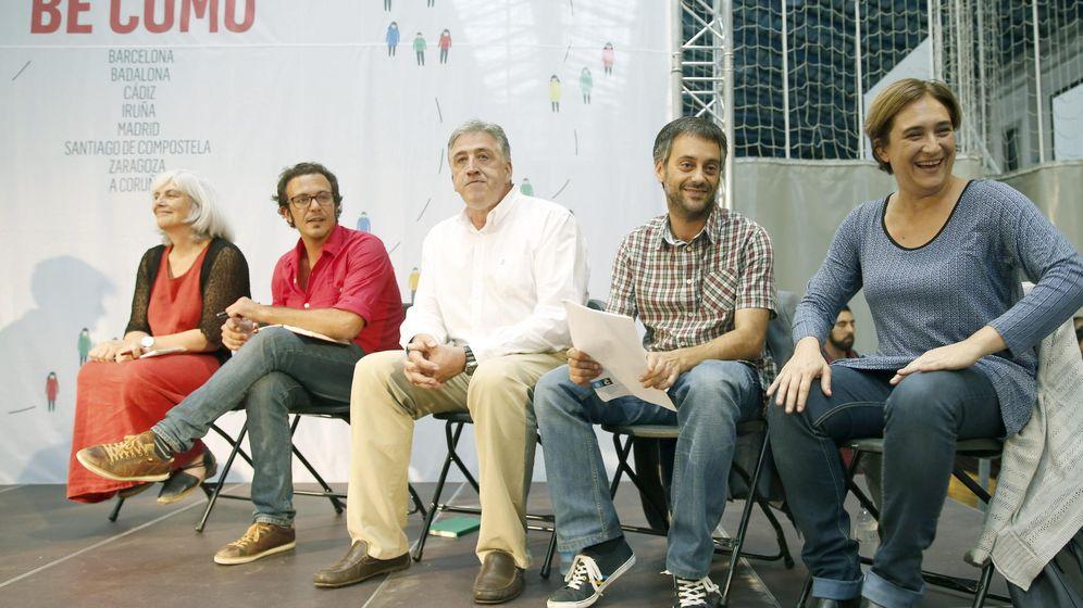 Foto: Los alcaldes Dolors Sabater (Badalona), José María González, 'Kichi' (Cádiz), Joseba Asiron (Pamplona), Xulio Ferreiro (A Coruña) y Ada Colau (Barcelona), en septiembre de 2015. (EFE)