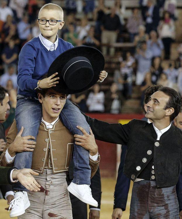 Foto: Aluvión de orejas por Adrián y contra el cáncer infantil en Valencia.