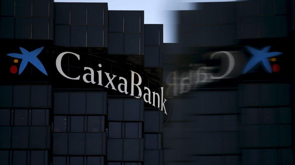 Foto: CaixaBank figura entre las entidades que están aclarando más en los contratos que no pagarán intereses a los hipotecados. (Reuters)