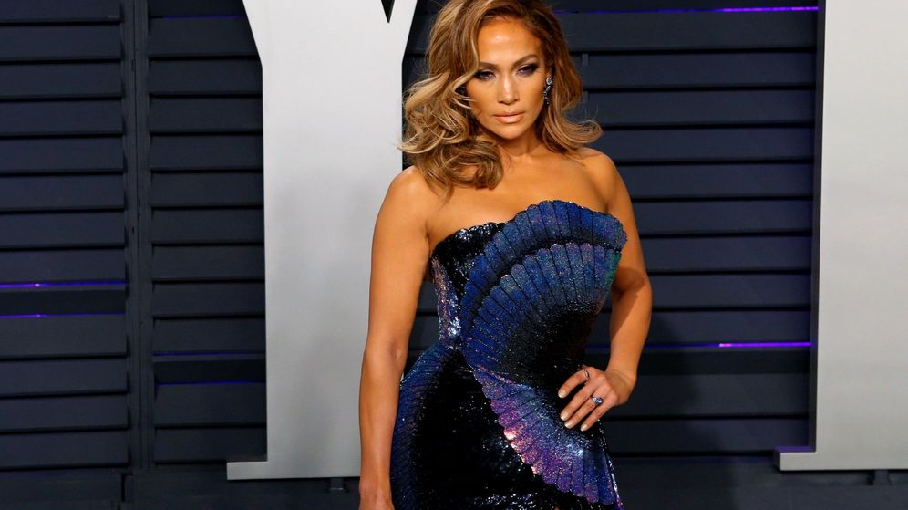Foto: Jennifer Lopez posa a su llegada a la fiesta Vanity Fair que se celebró tras los Premios Oscar. (EFE)