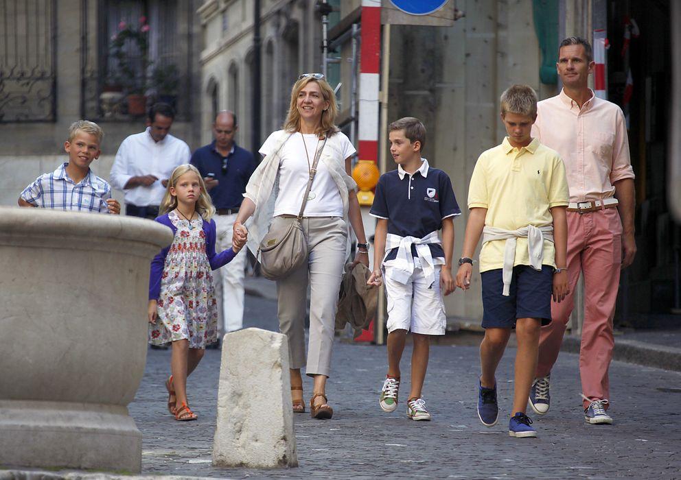 Foto: Los duques de Palma con sus cuatro hijos en Ginebra (Gtres)