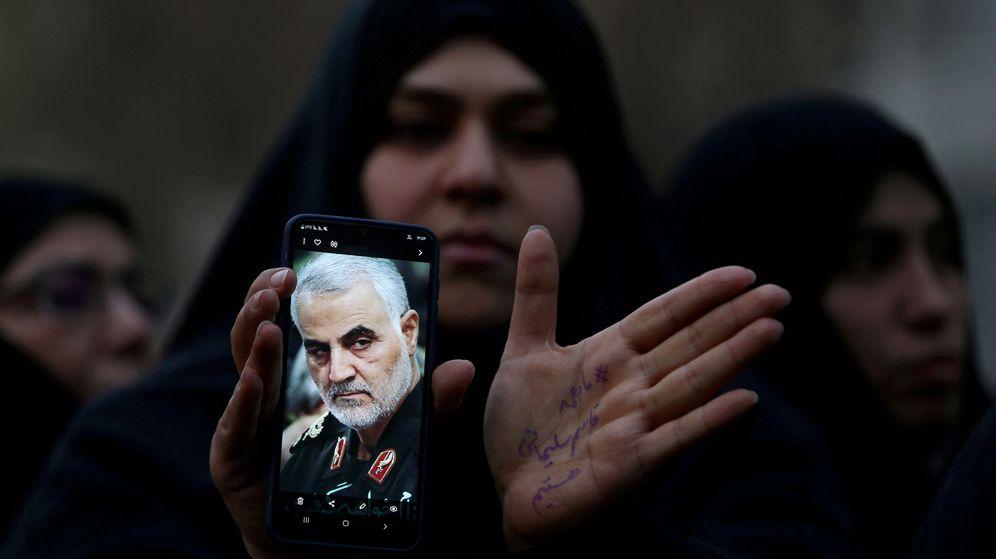 Foto: Manifestante contra el asesinato del general iraní Soleimani. (Reuters)