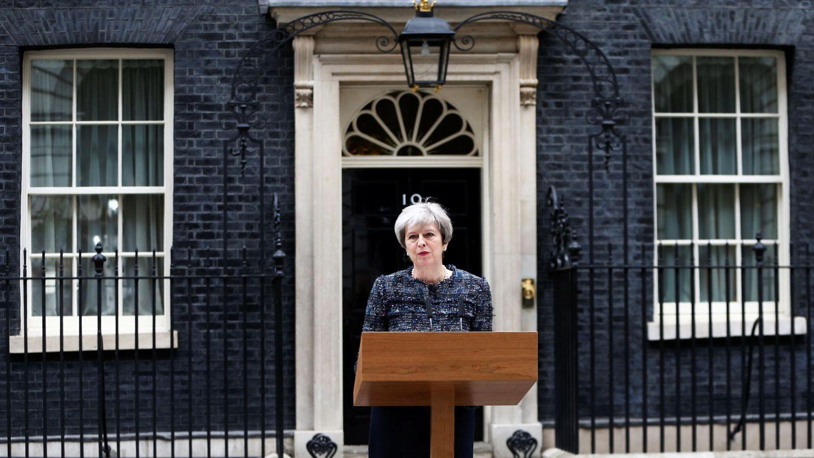 Foto: La primera ministra británica Theresa May, frente al número 10 de Downing Street. (Reuters)