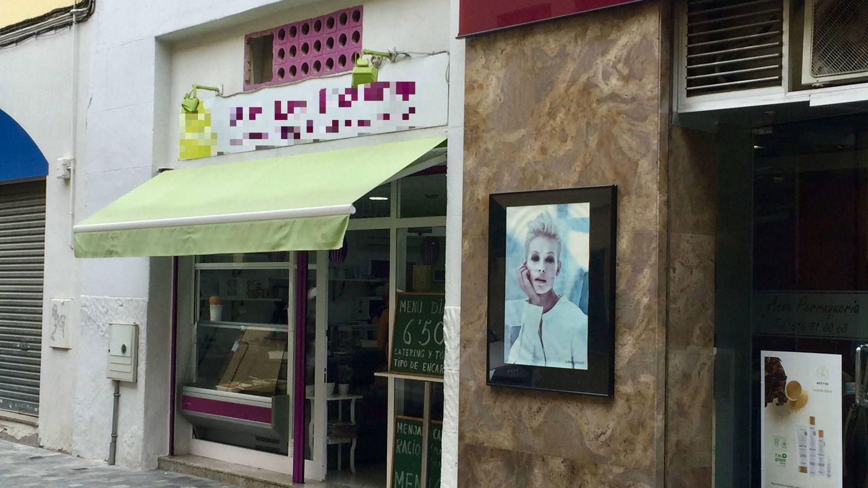Exterior de la tienda de los padres de Albert Rivera. (Juanma Romero)