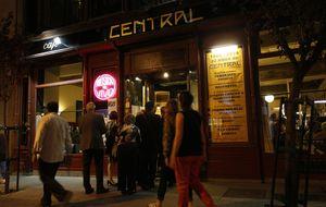 El Café Central podría sobrevivir cinco años por una ley ambigua
