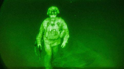 EEUU difunde la imagen de su último militar en Afganistán, símbolo del repliegue final