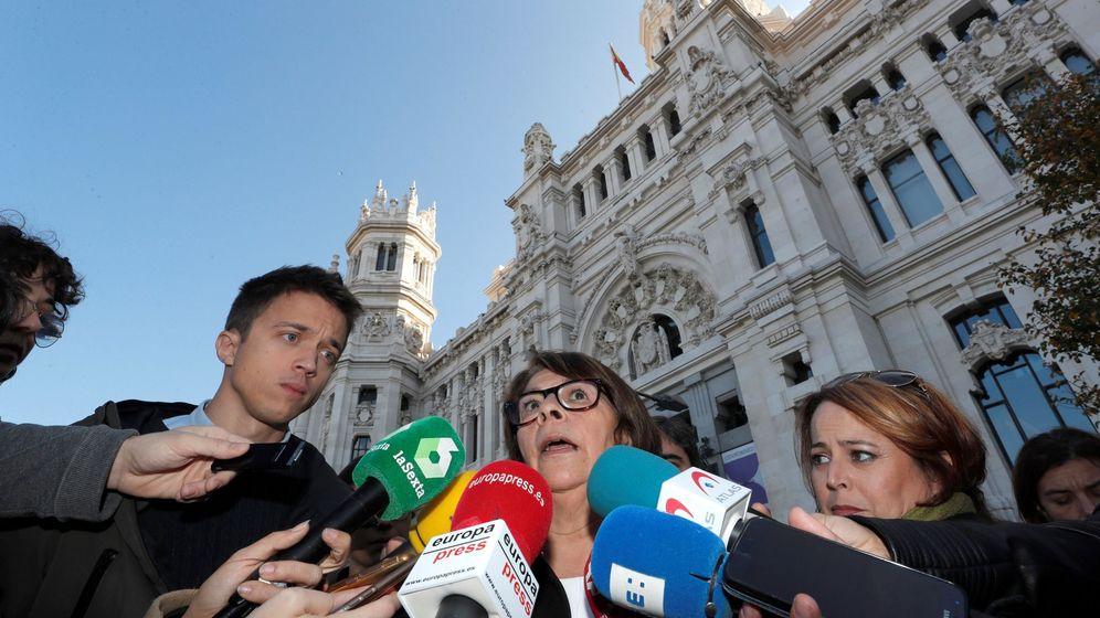 Foto: La concejala de Más Madrid perteneciente a Equo, Inés Sabanés (c), junto Íñigo Errejón durante una manifestación en apoyo a Madrid Central. (EFE)