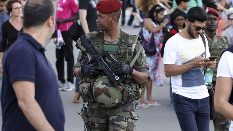 París, con un ojo en su app 'Alerta Atentado' y otro en el Francia-Rumanía