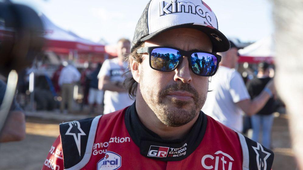 Foto: Fernando Alonso aporta su granito de arena a la lucha contra el coronavirus. (EFE)