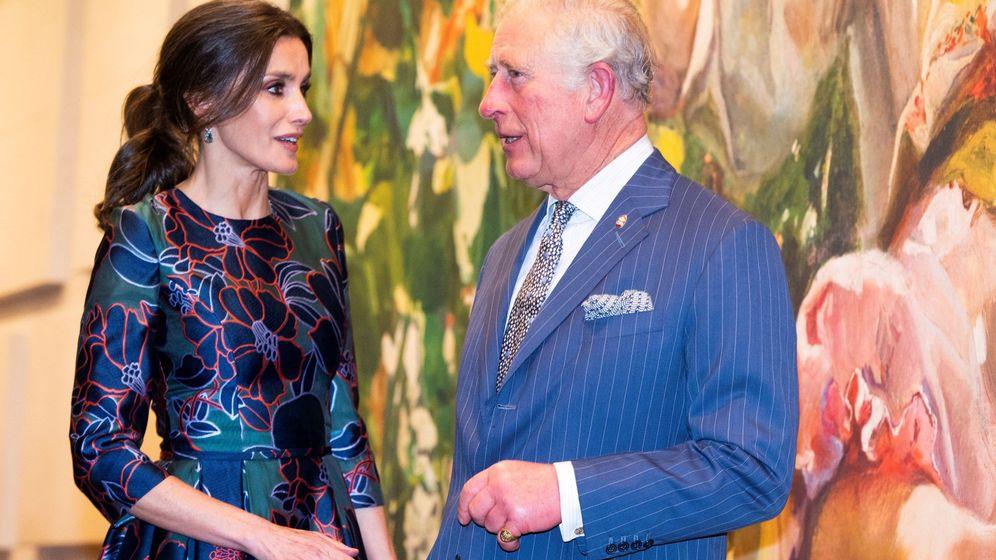 Foto: Doña Letizia conversa con el príncipe Carlos. (EFE)