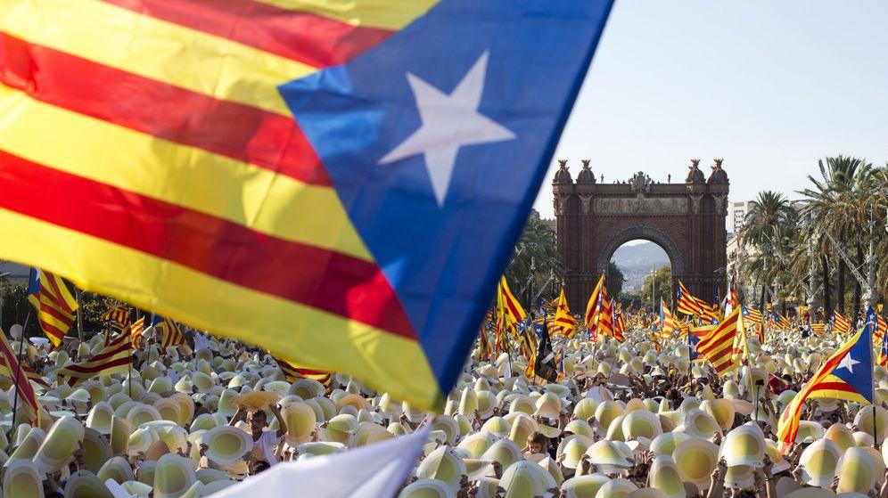 Foto: Esteladas en un acto a favor de la independencia de Cataluña celebrado en Barcelona. (Efe)