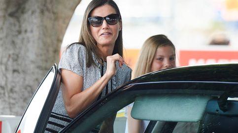 """Letizia sufre un pequeño """"incidente"""" con la puerta de su coche en Palma"""