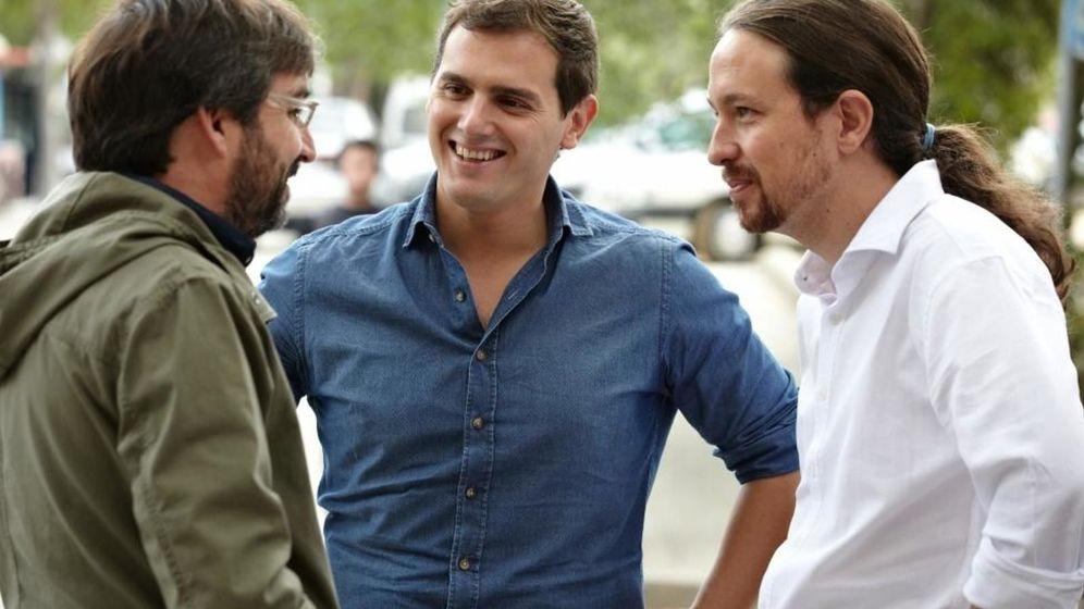 Foto: Pablo Iglesias, Albert Rivera y Jordi Évole durante el cara a cara de ambos políticos en el programa 'Salvados'.