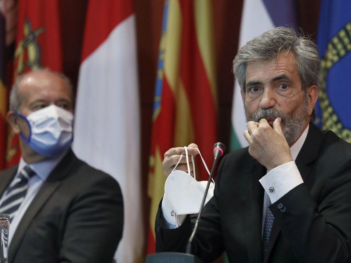 Foto: El presidente del CGPJ, Carlos Lesmes (d), y el ministro de Justicia, Juan Carlos Campo. (EFE)