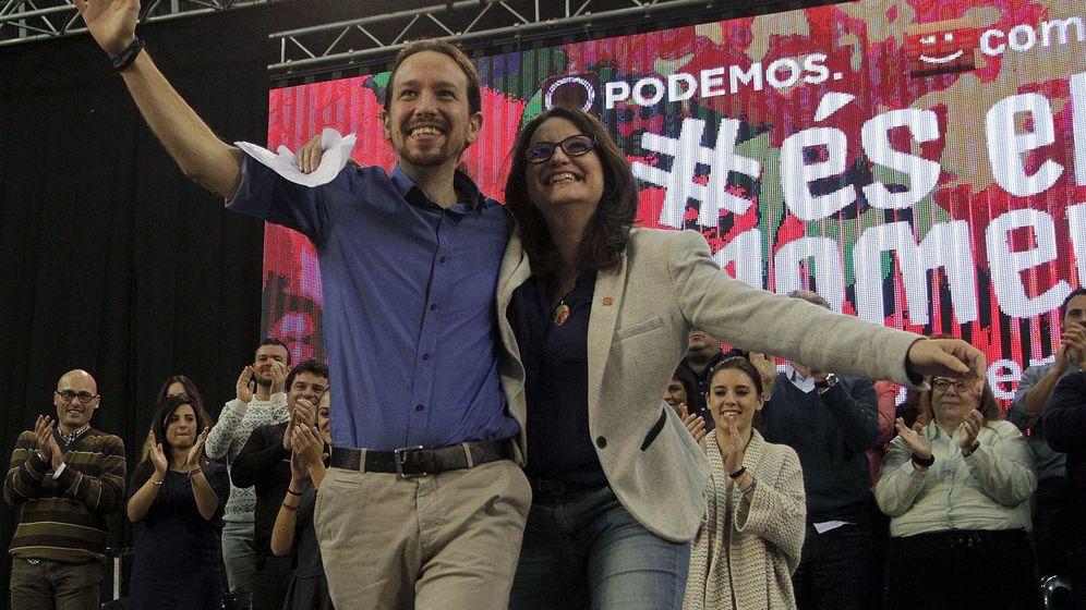 Foto: Los líderes de Podemos y Compromís, Pablo Iglesias y Mónica Oltra, durante un mitin de campaña. (Reuters)
