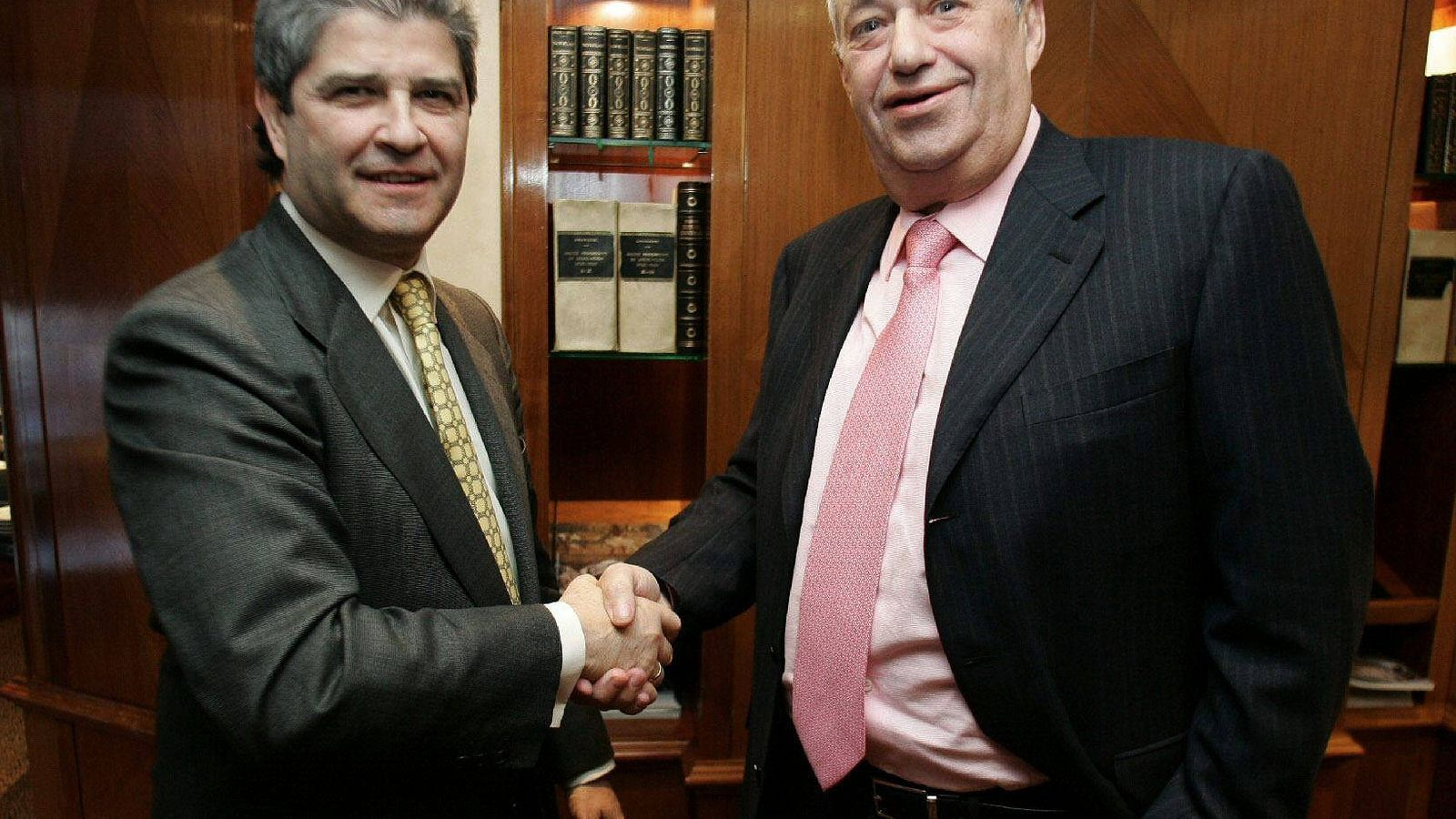 Foto: Fotografía de archivo de los empresarios Fernando Martín (i) y Manuel Jove (d). (EFE)