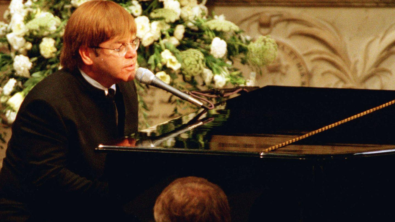 Elton John, en el funeral de Diana. (Reuters)