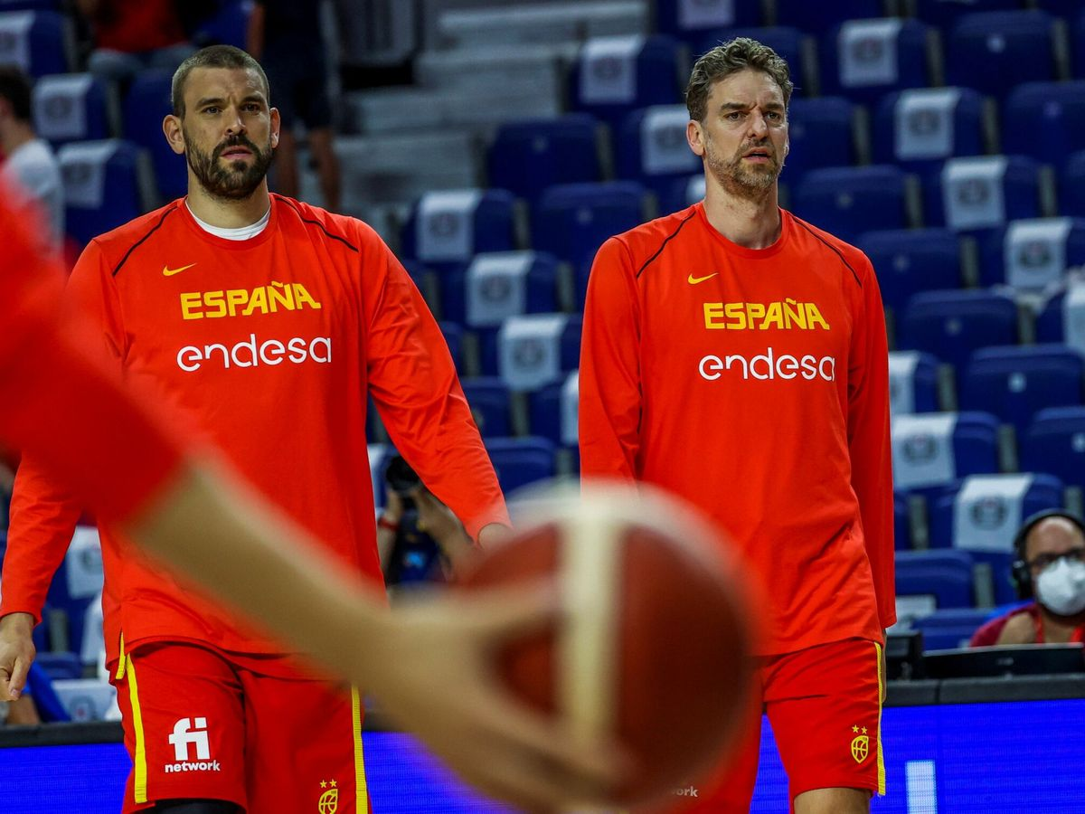 Foto: Pau y Marc, en su última experiencia con la Selección. (Efe)