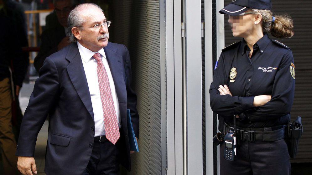 Foto: El expresidente de Sacyr Luis del Rivero saliendo de la Audiencia Nacional. (EFE)