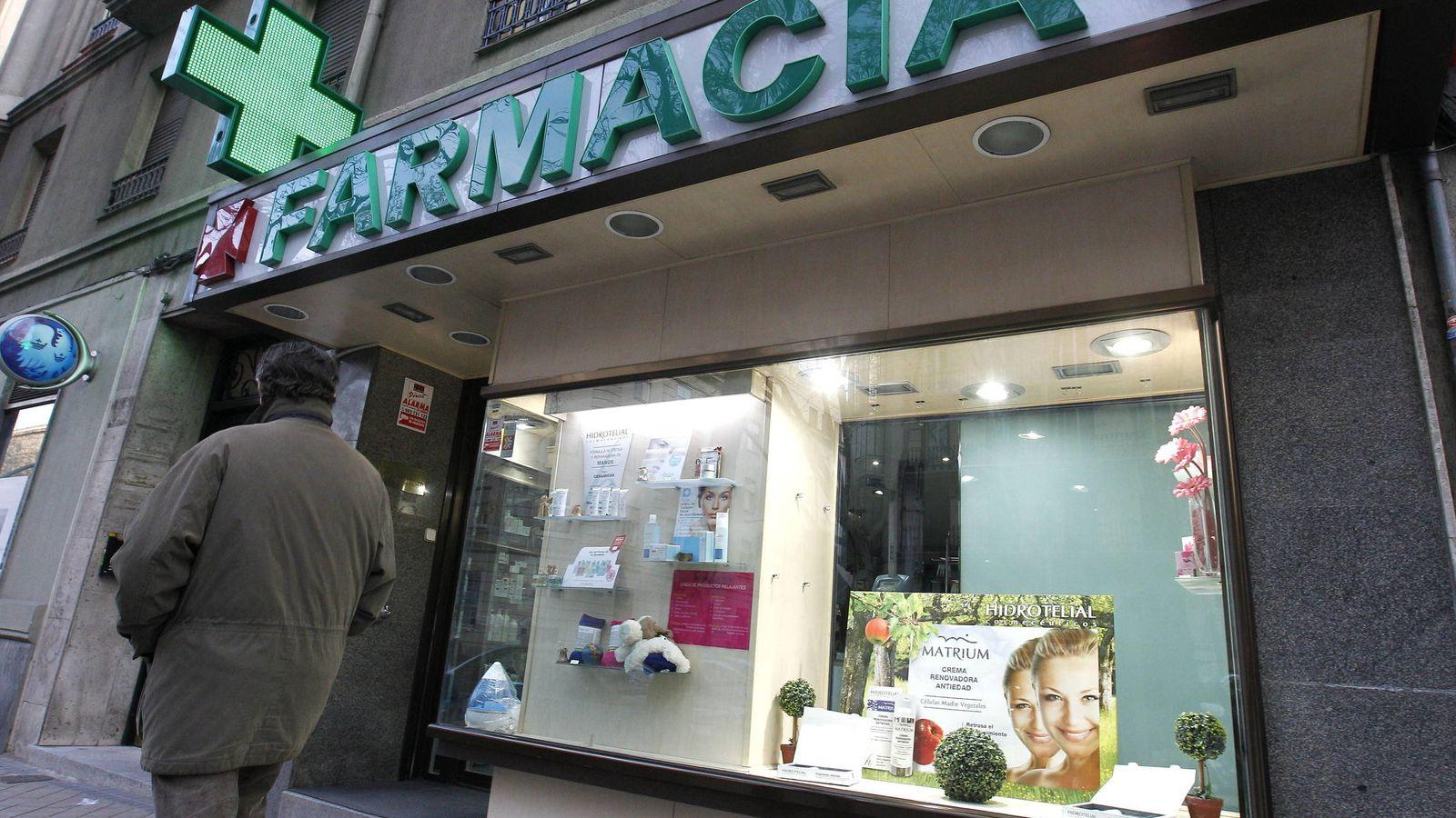 Foto: Farmacia situada en el barrio madrileño de Chamberí. (EFE)