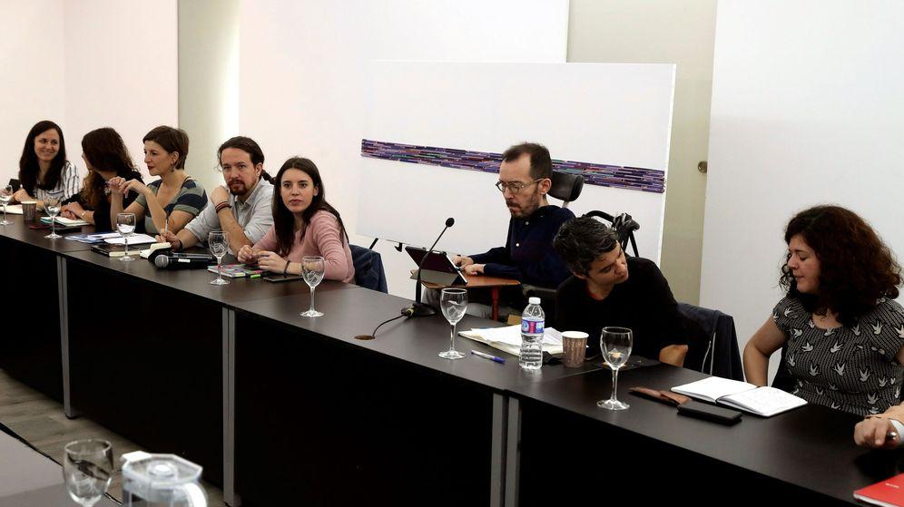 Foto: Reunión del denominado 'Gobierno en la sombra de Podemos' para definir la estrategia del partido y sus confluencias ante la nueva coyuntura política. (EFE)