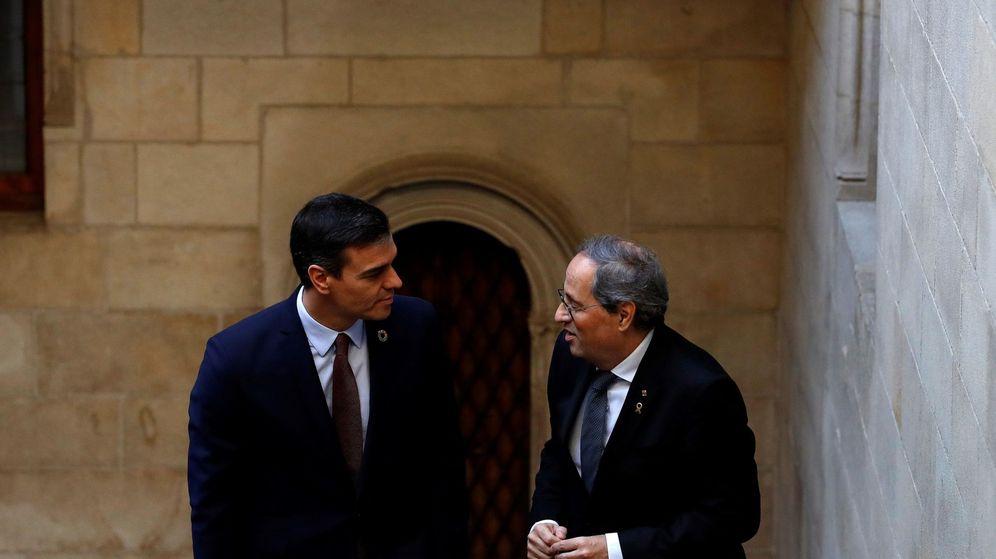 Foto: El presidente catalán, Quim Torra (i), recibe al presidente del Gobierno, Pedro Sánchez. (EFE)